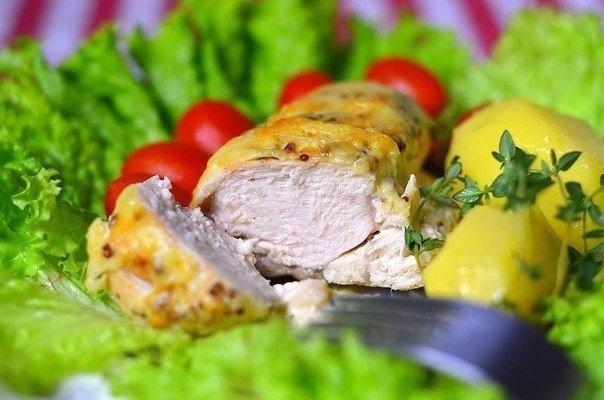 Куриное филе в сливочном соусе Если есть куриное филе, но нет времени возиться на кухне - этот рецепт подойдет в самый раз) Куриное филе, за счет сливочного соуса, получается очень нежное,